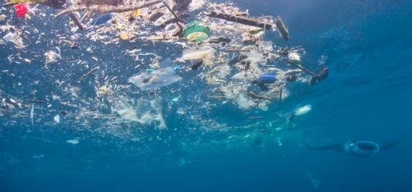 Microplásticos derivados de veículos inundam os oceanos