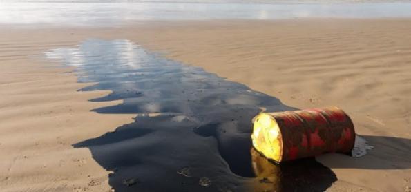 Manchas de óleo ainda representam risco para o mar e à saúde