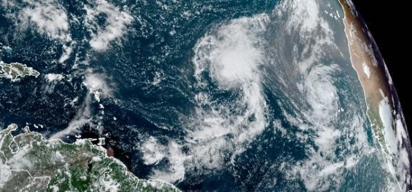Mais um furacão nascendo no Atlântico Norte