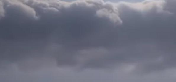 Nuvem rolo é vista no litoral do RJ antes da mudança do tempo