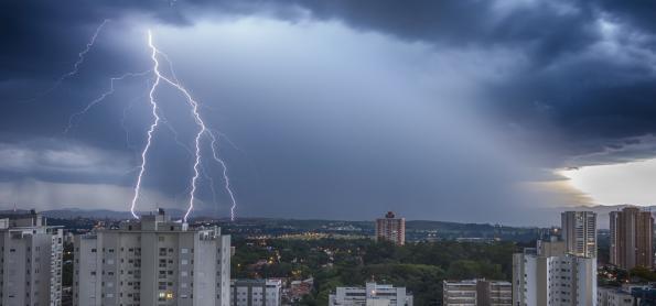 Domingo de alerta para temporais no Brasil
