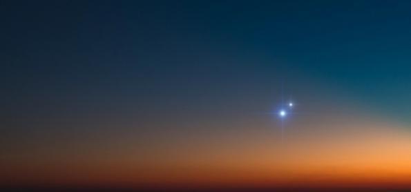Aproximação rara entre Júpiter e Saturno ao anoitecer de hoje