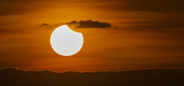 Eclipse solar ocorre hoje e poderá ser visto em parte do Brasil
