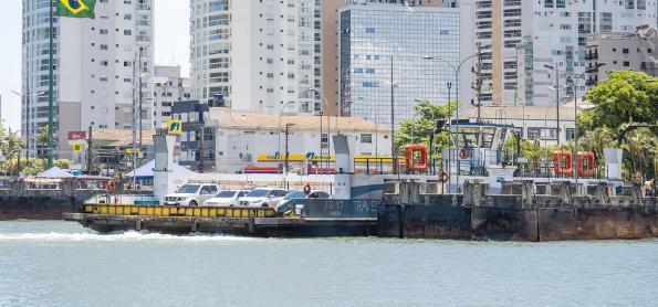 Travessia Santos-Guarujá terá o reforço de 2 balsas neste verão