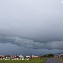 Calor e fortes pancadas de chuva no Centro-Oeste