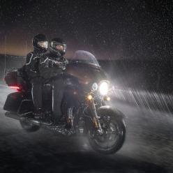 Vai sair de moto na chuva?