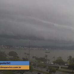 Volta a chover forte sobre Florianópolis