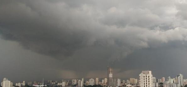 Frente fria muda o tempo em São Paulo nesta quarta-feira