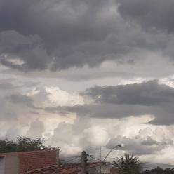 Muita chuva sobre o Nordeste e no litoral entre SC e RJ