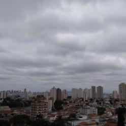 Frente fria provoca chuva e diminuição do calor no Sudeste