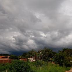 Muita chuva no litoral entre SC e SP, no Norte e no Nordeste