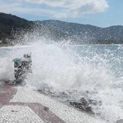 Tempestade subtropical Potira causa ressaca forte entre RS e RJ