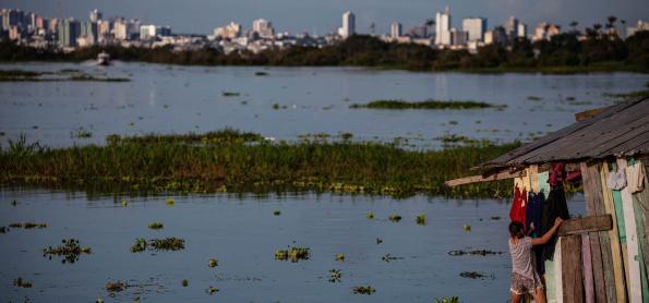 Rio Amazonas atinge inundação severa