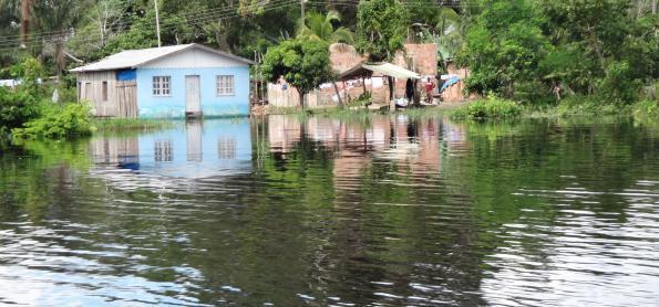 Rio Negro pode passar cheia histórica