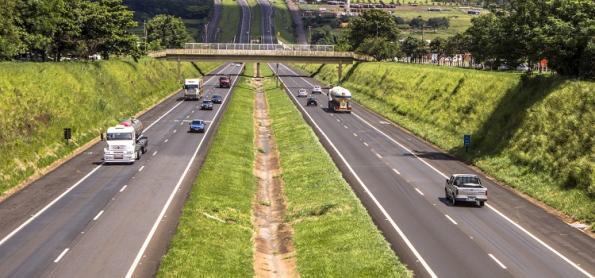 Movimentação de veículos cai 17% nas rodovias de São Paulo