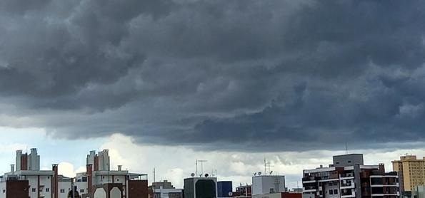 Frente fria quebra bloqueio e chuva avança sobre o Sudeste