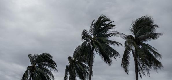 Ciclone se afasta e ventania diminui no Sul