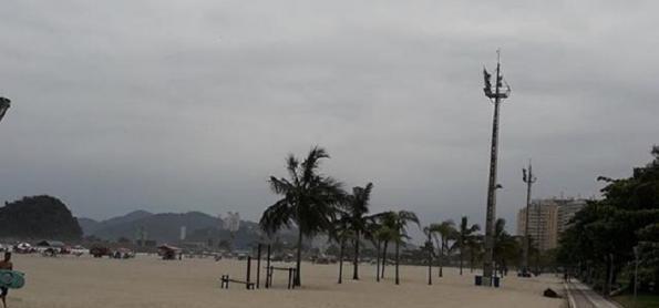 Frente fria causa chuva no litoral entre SC e RJ