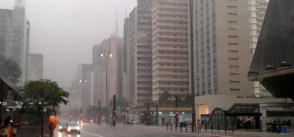 SP com chuva e frio no final de semana