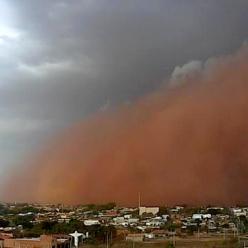 Antes da chuva, Ribeirão Preto é tomada por tempestade de poeira