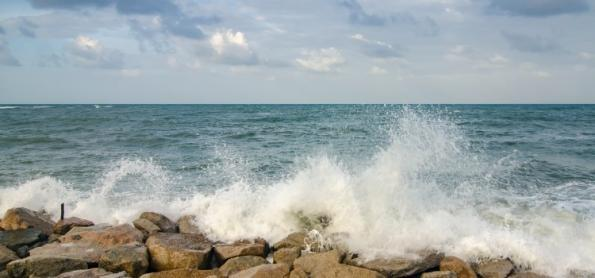 Ciclone extratropical intenso deixa mar agitado nesta semana