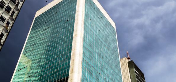 Frente fria provoca chuva e ventania em SP e RJ