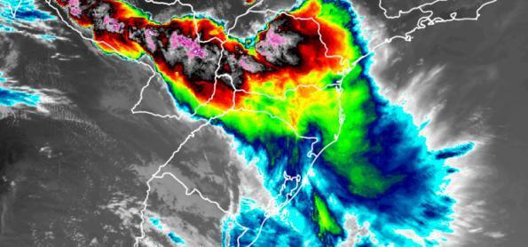 Tempo severo com direito a granizo e ventos de 100km/h no PR