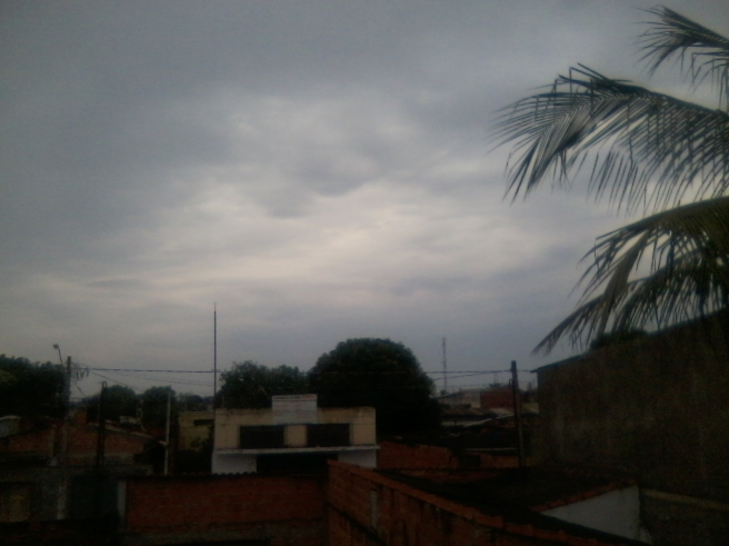 Ceu nublado e chuviscos em ribeirao preto
