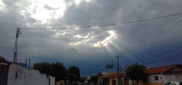 Tempo esfria em Teresina, após dia de chuva