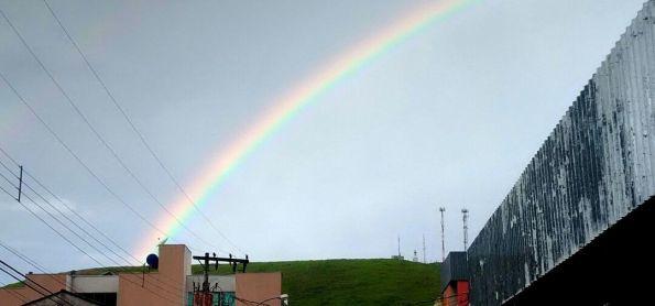 Pancadas de chuva e arco-íris em Coronel Fabriciano (MG)