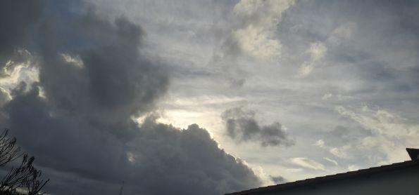 Chove a uma hora sem parar em Salvador