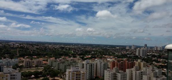 Poucas nuvens