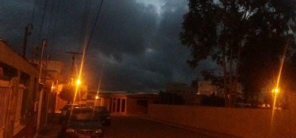 Muitas Nuvens escura pela manhã em Barra da Estiva - BA