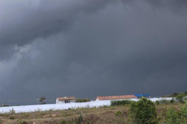 Pancadas Isoladas de Chuva  Em Guanambi-Ba  Que Veio Com Forte Intensidade.