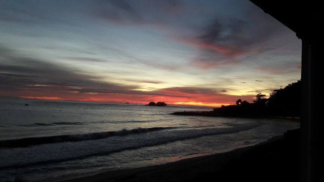 Lindo amanhecer na praia de Itajuba/SC
