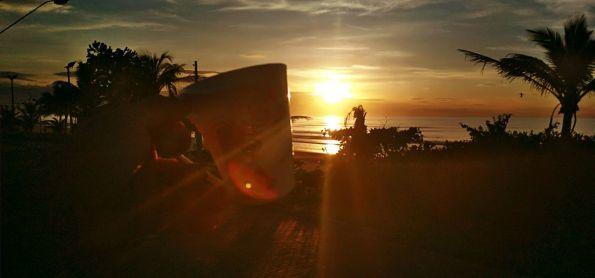 Quarta feira de muito sol e praia deserta em Itanhaém/SP