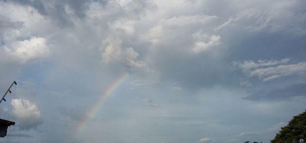 O domingo encerrou com um arco-íris no céu !