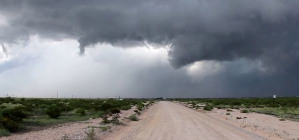 Nuvens carregadas aqui entre Sanharó e Pesqueira - PE