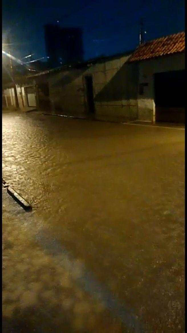 Chuva persistente e torrencial em Rio Branco(AC)