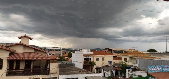 Mais imagem de nuvens CB.