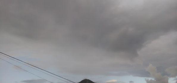 Céu parcialmente nublado em Governador Valadares MG
