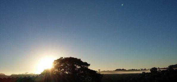 Primeiro nascer do sol do Outono ,com friozinho e neblina...