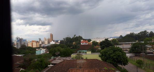 Chuva chegando em São Leopoldo, dia 18 de março, às 15:56