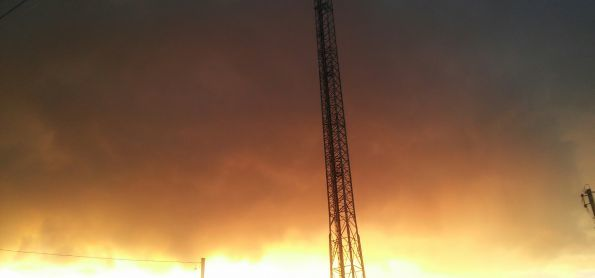 Pôr do Sol, ventania e nuvens carregadas se formando em Araxá-MG