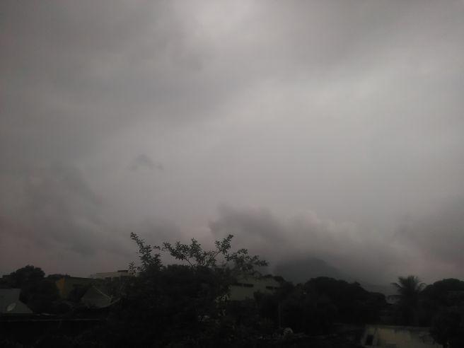 Tempo fechado e chuvoso em Governador Valadares MG