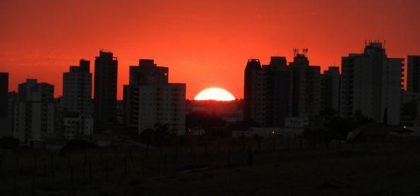 Final de tarde de início inverno, quente e seco em São Carlos SP