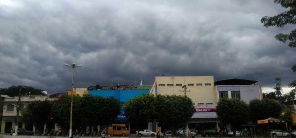 Nuvens escuras em Coronel Fabriciano (MG)