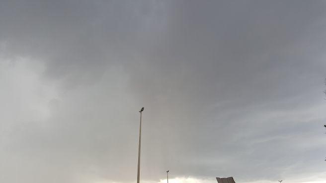 Nuvens cumulonimbus causaram forte chuva com granizo em Ceilândia/DF