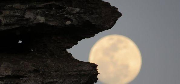 Lua mágica na Montanha Mágica...