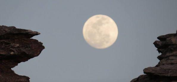 Lua de 23 de setembro em São Thomé das Letras